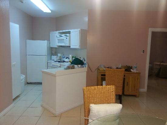 Sandyport Beach Resort: Fully equipped kitchen