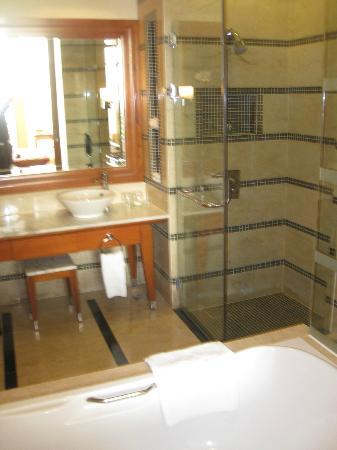 Putrajaya Shangri-La: Bathroom