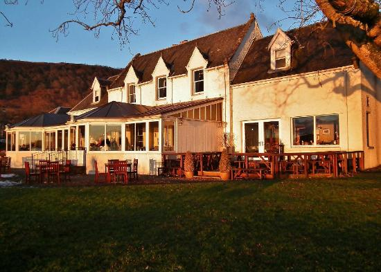 The Lake of Menteith Hotel: Hotel at Sunset