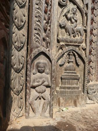 Nepali Temple (Kathwala Temple) : detalle de las tallas