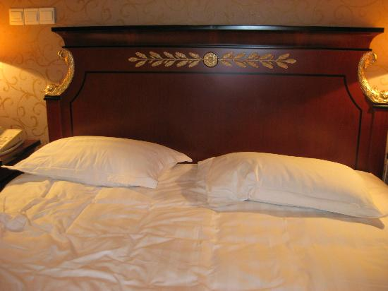 Salvo Hotel Shanghai: Bed