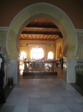 Hotel Alhambra Palace: Hotel lobby