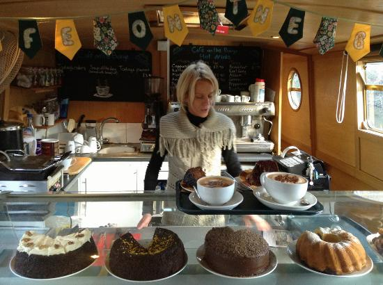 Cafe on the Barge: Heni and her wonderful cakes