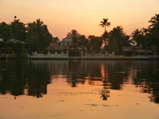 Nelpura Heritage Homestay: Sunset cruise around the village