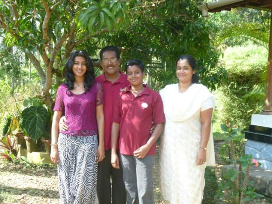 Nelpura Heritage Homestay: Mr Chacko, his wife, son and daughter