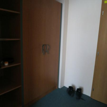 Hotel Kyjovský Pivovar: entry to the room - cupboards