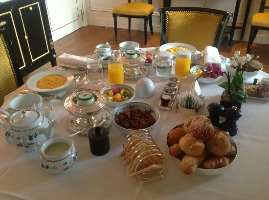 Shangri-La Hotel Paris: In-room breakfast