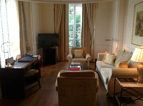 Shangri-La Hotel Paris: Suite 43 downstairs