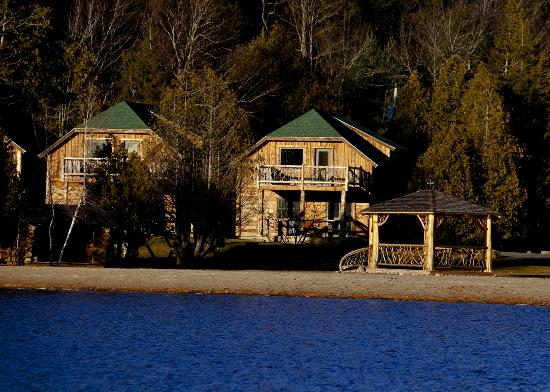 Ampersand Bay Resort & Boat Club: Oak and Maple Cabins with Sandy Beach and Gazebo