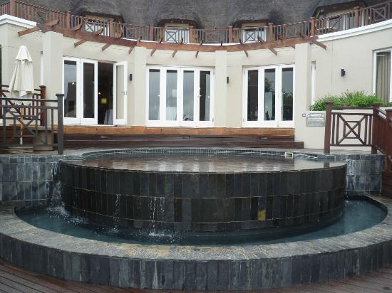 African Pride Mount Grace Country House & Spa: The cold water pool in front of the Wellness Centre