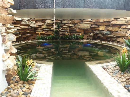 African Pride Mount Grace Country House & Spa: The indoor warm salt water pool - floating paradise