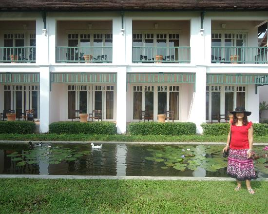 The Grand Luang Prabang Hotel & Resort: En el estanque con los patos
