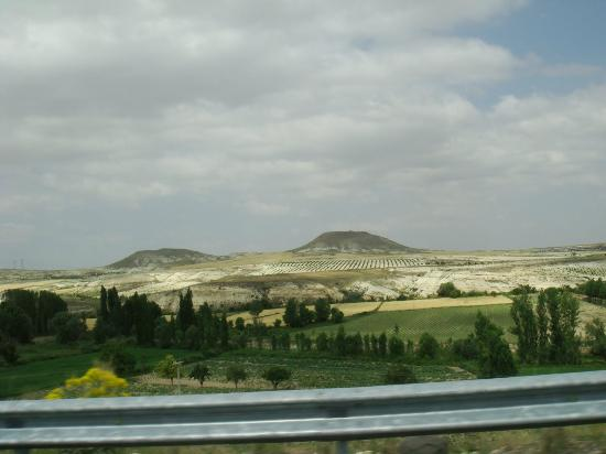 Elkep Evi Cave Hotel: Urgup landscape on the way from Kayseri aiport
