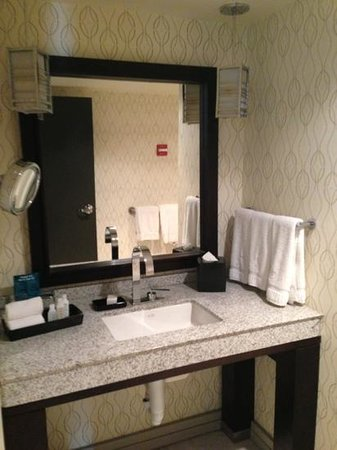 Kimpton Hotel Palomar Washington DC: Bathroom
