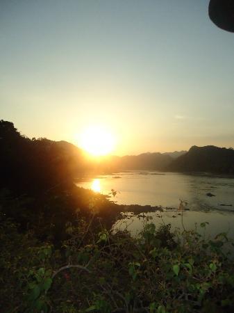 The Grand Luang Prabang Hotel & Resort: Puesta del sol sobre el Río Mekong