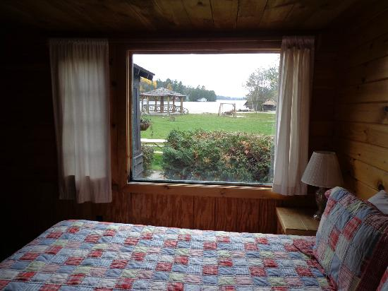 Ampersand Bay Resort & Boat Club: View of Lake from Pines Master Bedroom