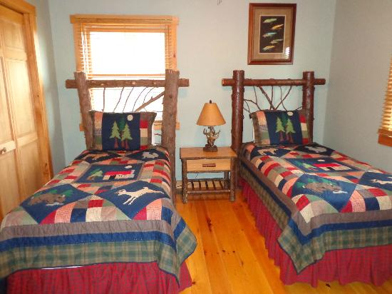 Ampersand Bay Resort & Boat Club: Guest Bedroom, Oak, Maple and Beech