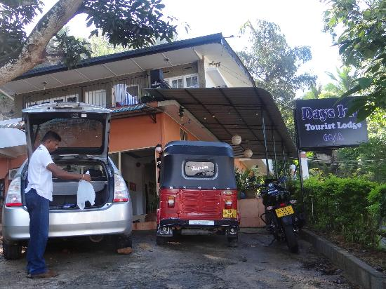Days Inn-Kandy: Hotel entrance.....