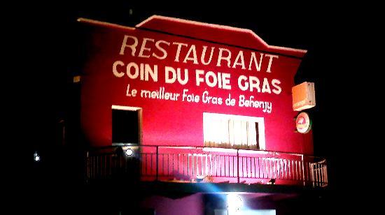 Coin du foie gras Behenjy : the restaurant by night