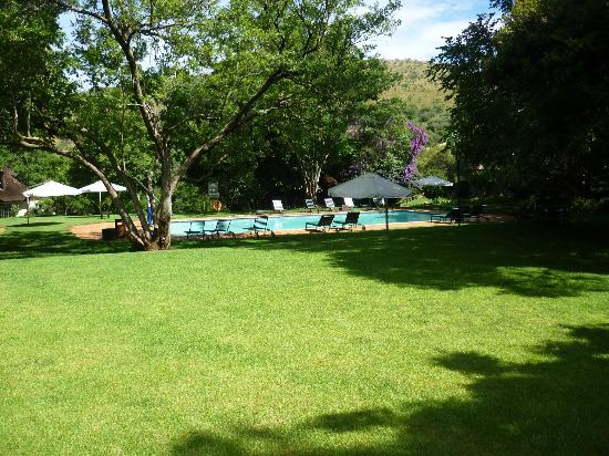 African Pride Mount Grace Country House & Spa: The main cold water pool just off the main building