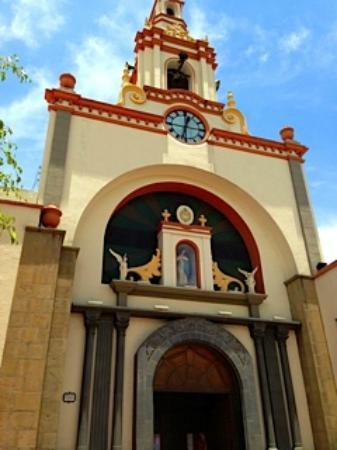 Gran Hotel Cochabamba : Next door church