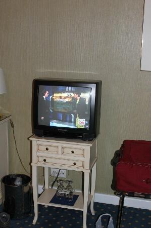 Hotel de France: Vintage TV