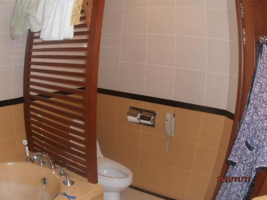 Sokha Angkor Resort: Bathroom