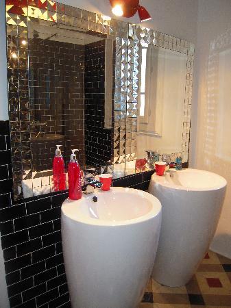 Le Mas de l'Olivier : salle de bain