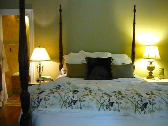 Norfolk Guest House: Queen Suite