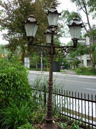 Norfolk Guest House: Street lamp on property