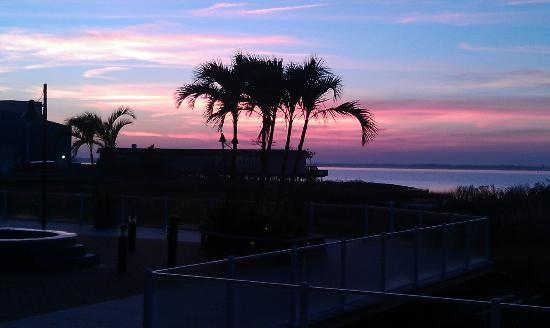 Hampton Inn & Suites Ocean City: Another view of sunset from the Lobby facing the bay