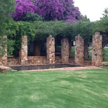 African Pride Mount Grace Country House & Spa: Charming warm water pool just off the main pool