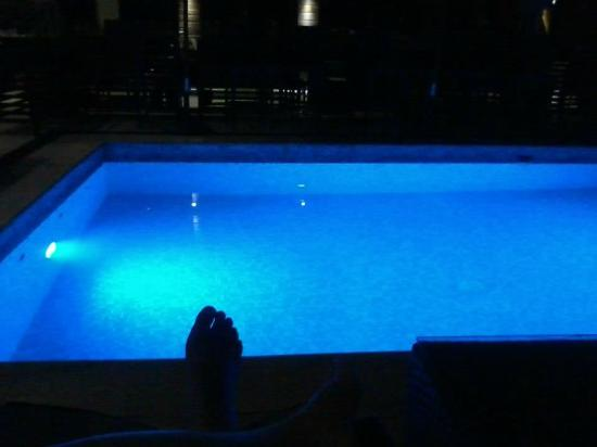 The Cocoon Boutique Hotel: Pool at night