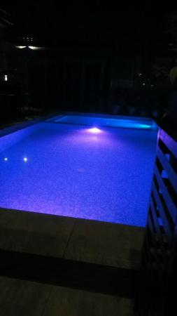 ‪‪The Cocoon Boutique Hotel‬: led lighted pool