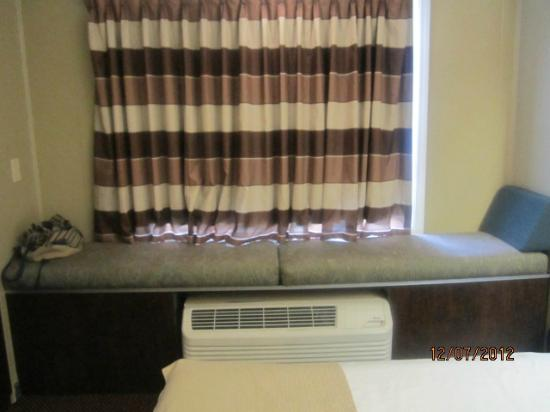 Microtel Inn & Suites by Wyndham Columbia Two Notch Rd Area: Window seat