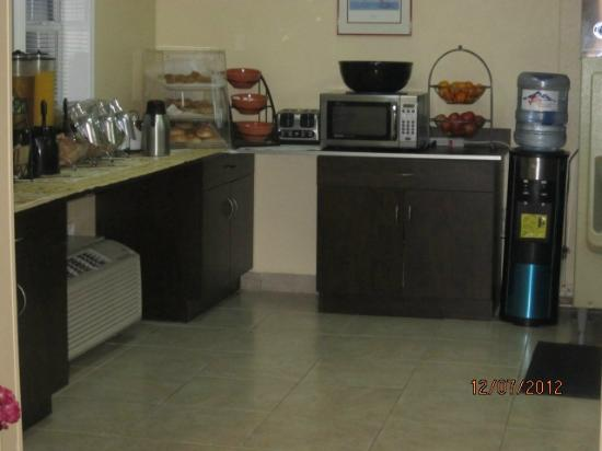 Microtel Inn & Suites by Wyndham Columbia Two Notch Rd Area: Breakfast