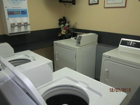 Microtel Inn & Suites by Wyndham Columbia Two Notch Rd Area: Laundry Room