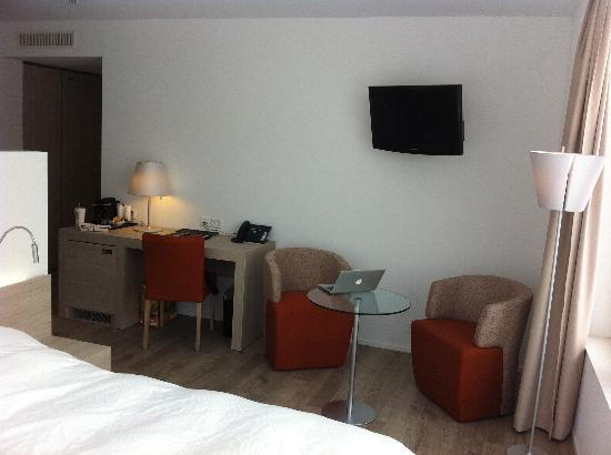 City West Hotel & Restaurant : room