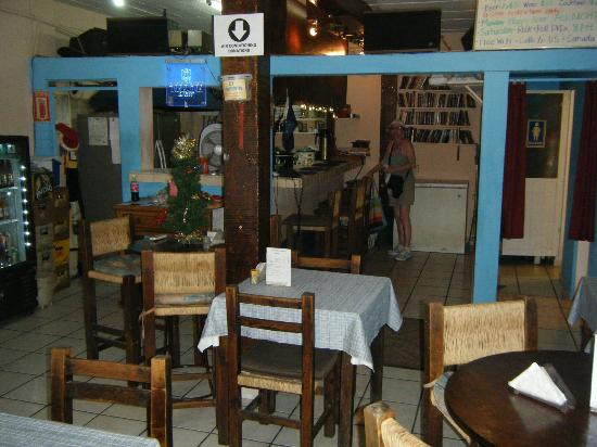 Alaska's Diner: Facing the small social bar