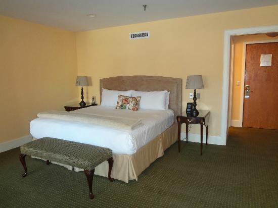 Haywood Park Hotel: King Bed
