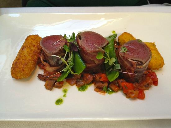 MINT Restaurant: Pancetta wrapped venison main