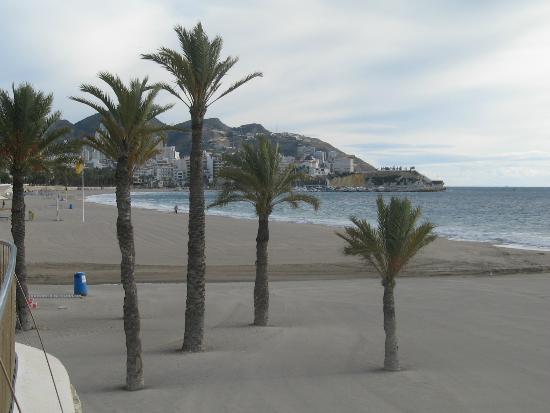 Playa de Poniente: Poniente beach looking towards the Old Town