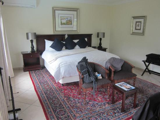 Gallo Manor Country Lodge: My very nice room