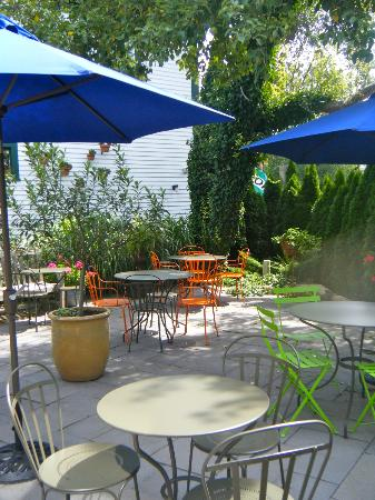 the brown Jug: Outdoor patio area