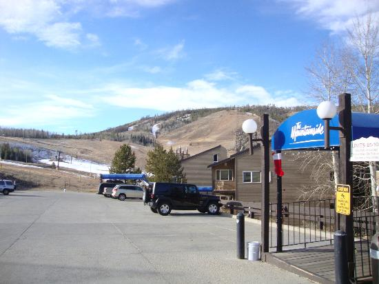 The Mountainside at Silver Creek: Upper level parking lot