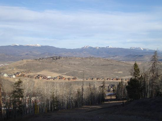 The Mountainside at Silver Creek: More living room view