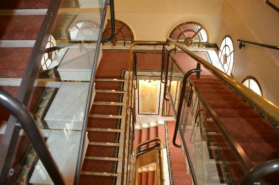 Hotel Bristol Vienna: Staircase