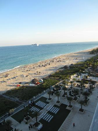 Fort Lauderdale Marriott Harbor Beach Resort & Spa: View from Beachfront Room