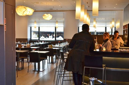 ไอบิสบรัสเซลส์เซ็นเตอร์ การ์มิดิ: Hotel restaurant