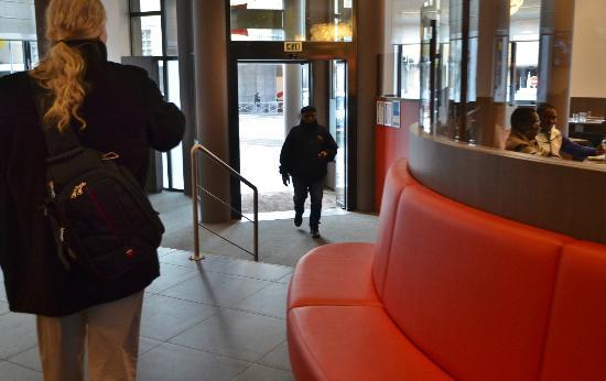 Ibis Brussels Centre Gare Midi: Lobby